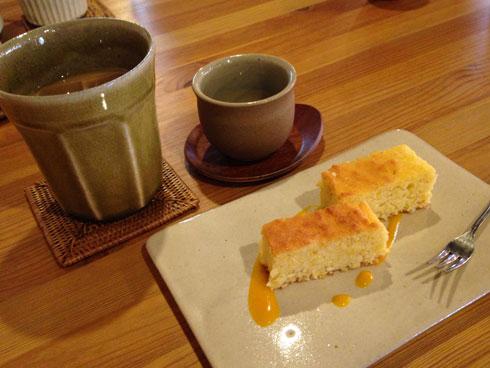 カフェオレとココナツケーキ