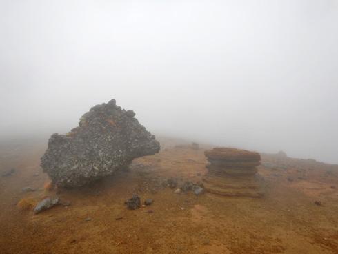 妙なカタチの岩