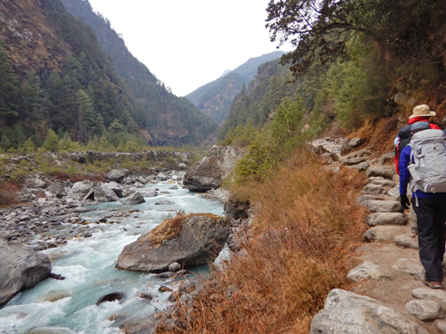 川原をすすむ
