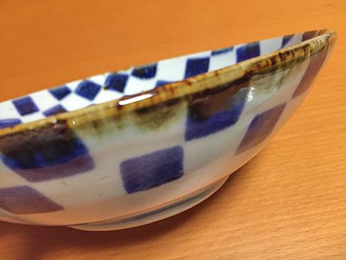 平鉢の側面