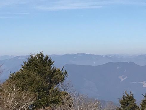 遠くに大山が見える